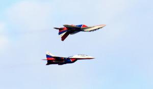 Авиашоу пилотажной группы «Стрижи» в Барнауле.