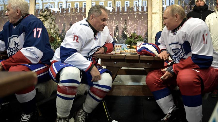 Президент и министр. Ночная хоккейная лига. В перерыве матча.