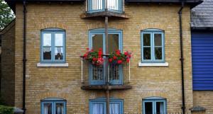 Кирпичные дома считаются наиболее экологичным жильем.