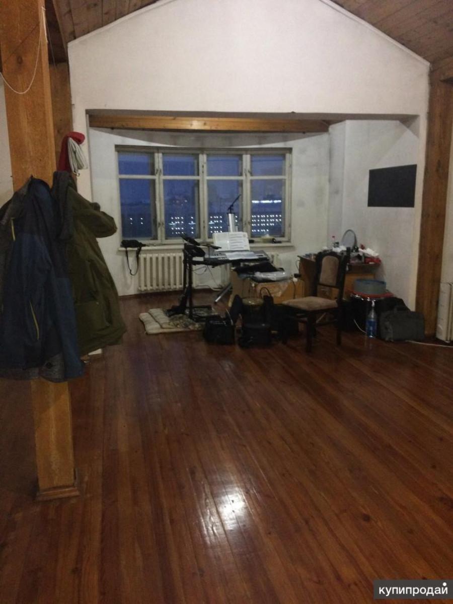 Большая квартира с деревянной баней.