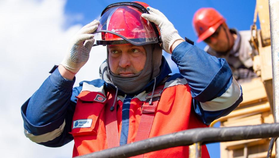 Командно-штабные учения по отработке действий в случае крупной аварии провели спасатели МЧС и энергетики.