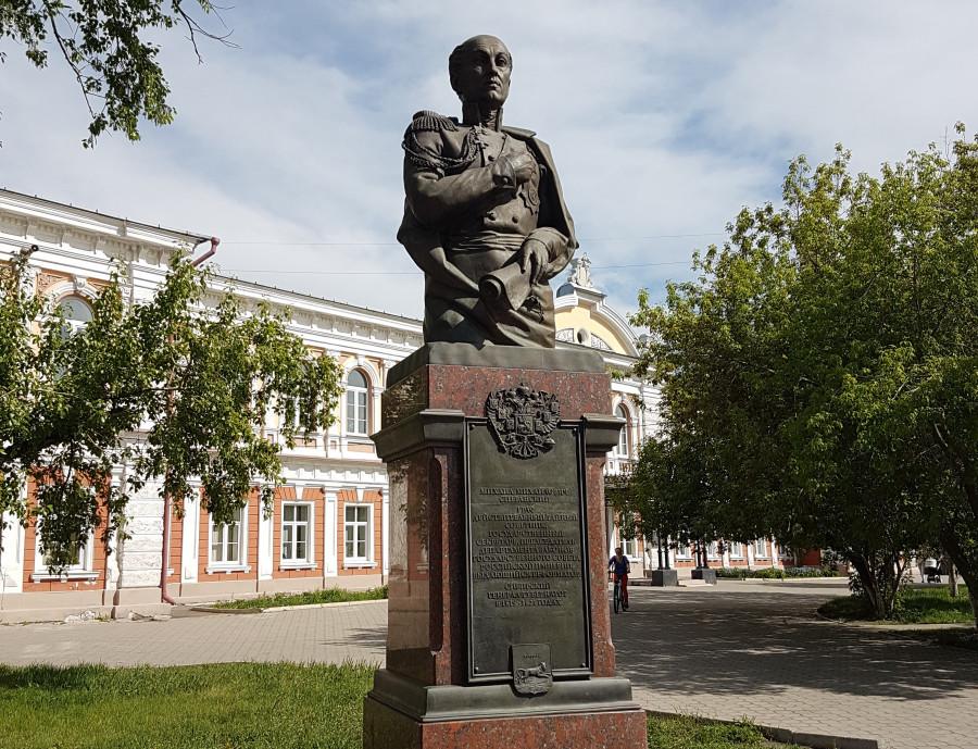 Памятник Михаилу Сперанскому в Иркутске.