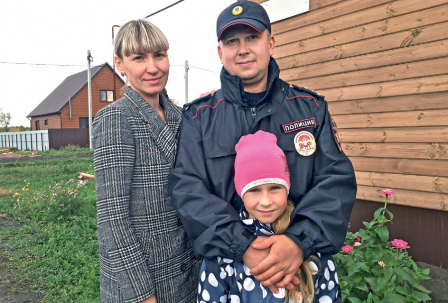 Омский полицейский с семьей.