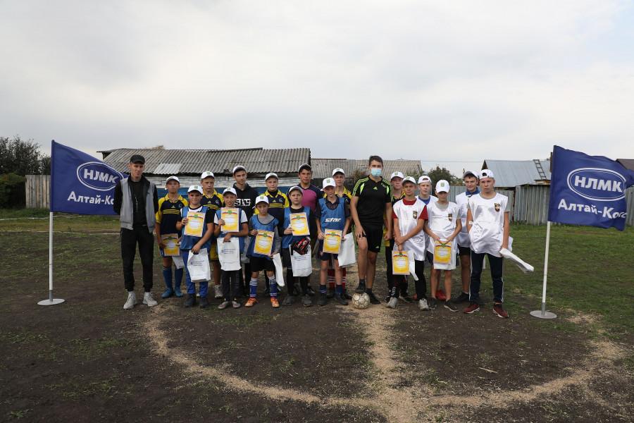 Финалист программы «Стальное дерево» реконструировал в Заринске школьную площадку для футбола.