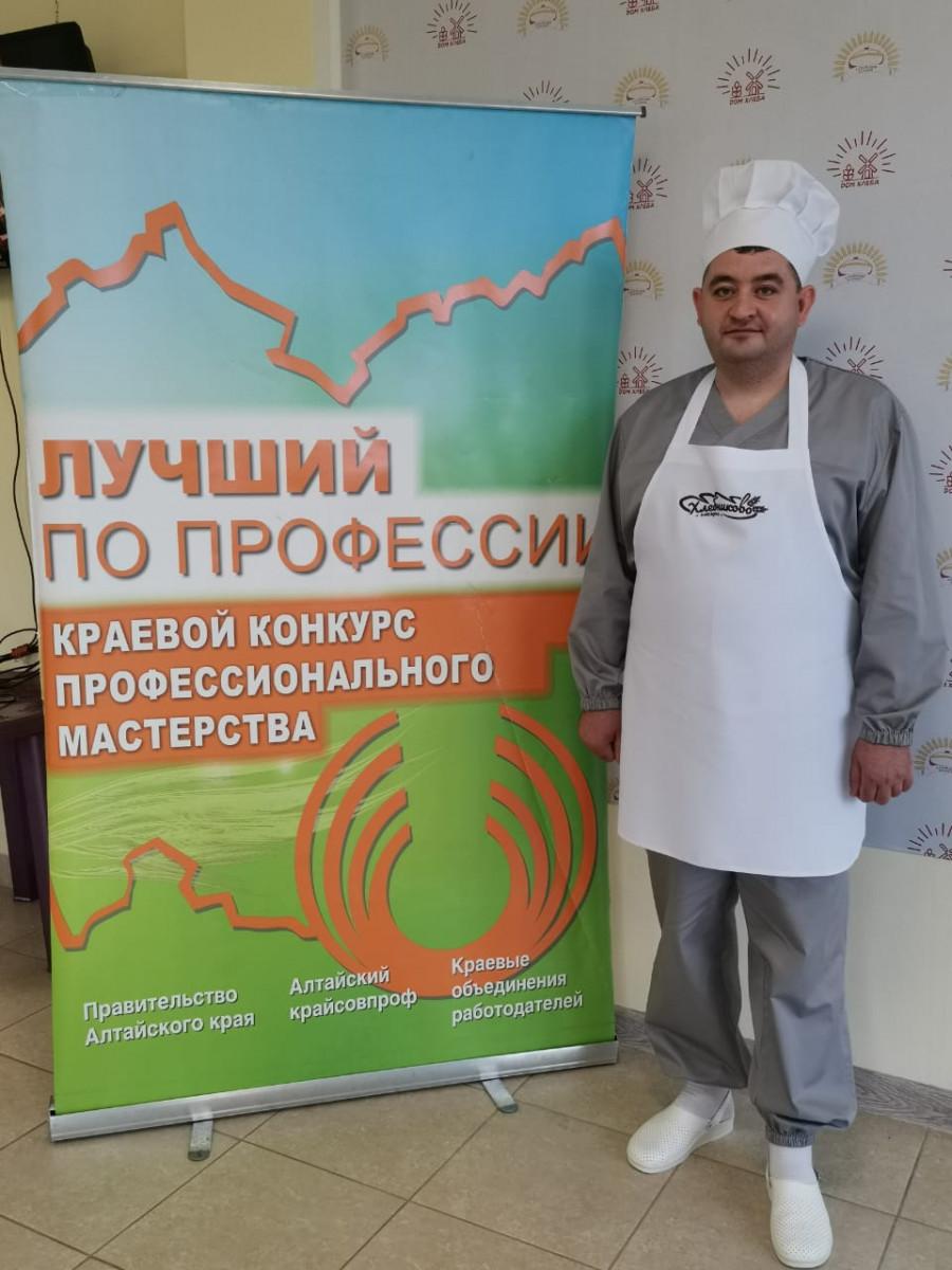 Денис Гусельников.