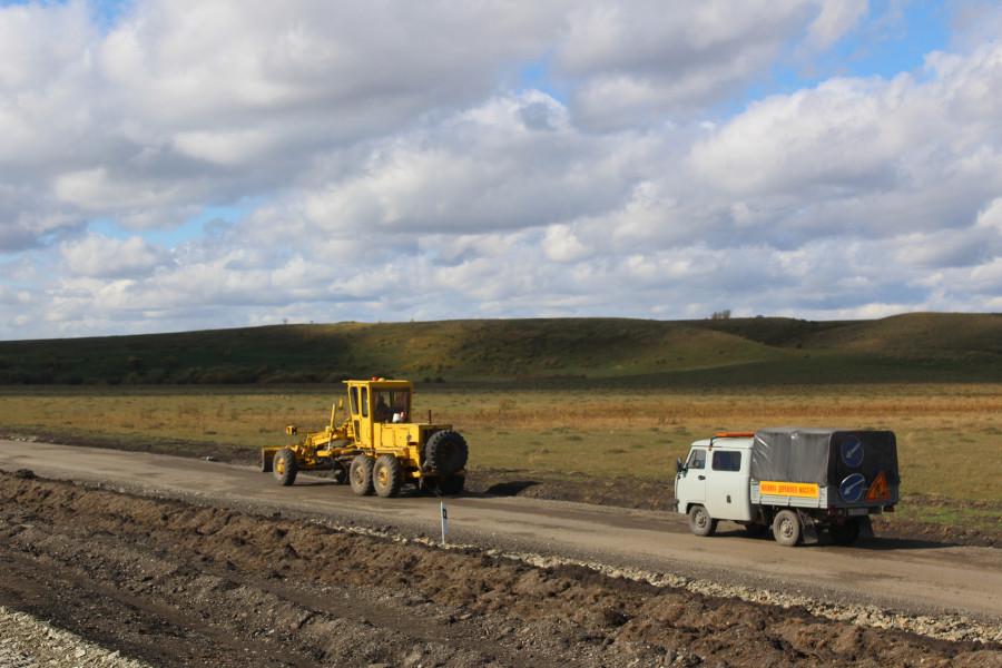 Дорожные работы на трассе Алейск - Петропавловский район - Смоленский район.