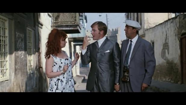 """Кадр из кинокомедии """"Бриллиантовая рука"""". Русо туристо - облико морале."""