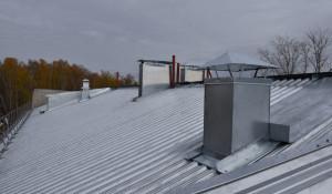 Новая крыша в тальменской трехэтажке.