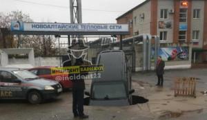 Дорожный провал в Новоалтайске.