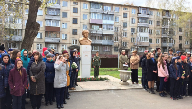 12 школ Алтайского края получили имена героев в рамках проекта ОНФ.