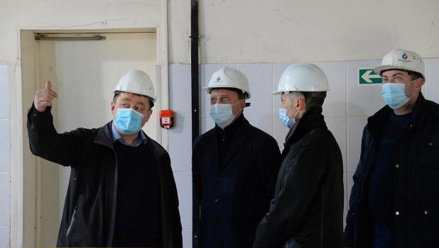 """Мэр Барнаула проверил оборудование на КНС в ЖК """"Адмирал""""."""