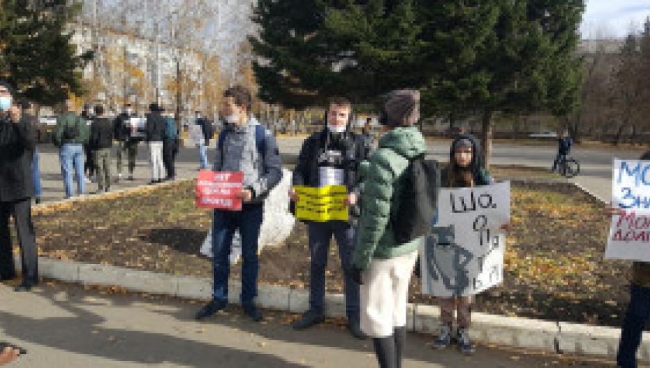 Пикет против повышения цен на проезд в Барнауле.