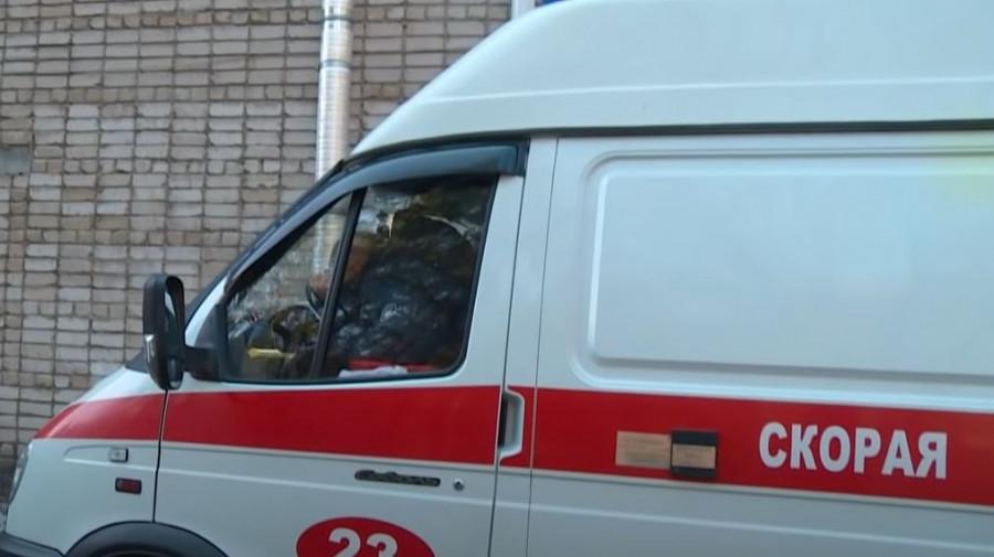Скорая помощь у Бийской городской больницы.