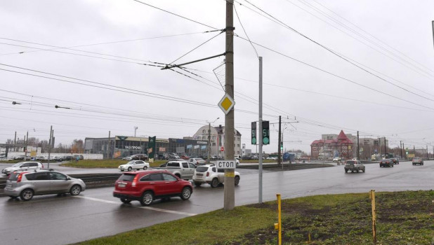 Перекресток ул. Малахова и Взлетной в Барнауле.