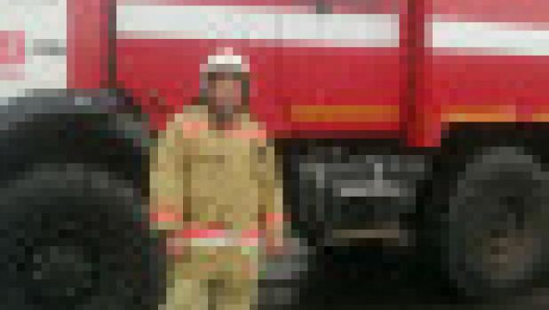 Сотрудник ЛИУ-8 УФСИН России по Алтайскому краю спас из огня 94-летнюю женщину.