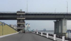 Благоустройство набережной Оби под мостом.