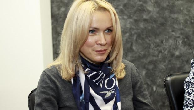 Барнаульскую активистку оштрафовали за одиночный пикет с плакатом «Россия, просыпайся»
