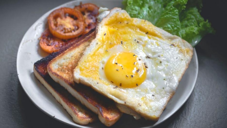 Тост с яйцом. Завтрак.