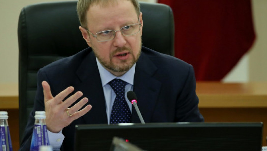 На заседании регионального оперативного штаба во главе с Виктором Томенко.