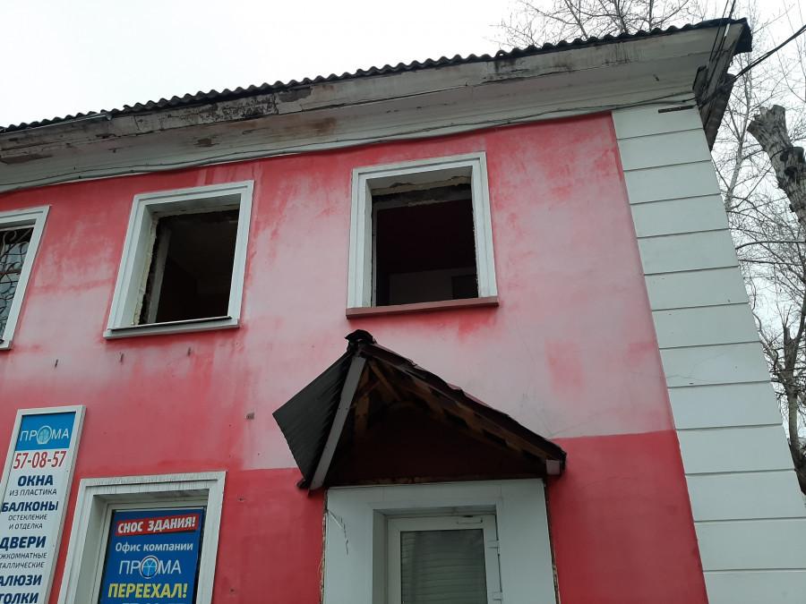 Аварийный дом на пр. Ленина, 129 готовят к сносу.
