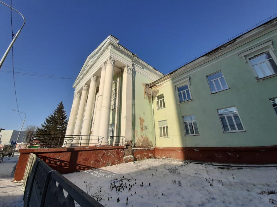 Дворец творчества на ул. Пионеров, 2 в ожидании реставрации (ноябрь 2020 года).
