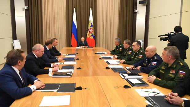 Владимир Путин на совещании с руководством Минобороны.