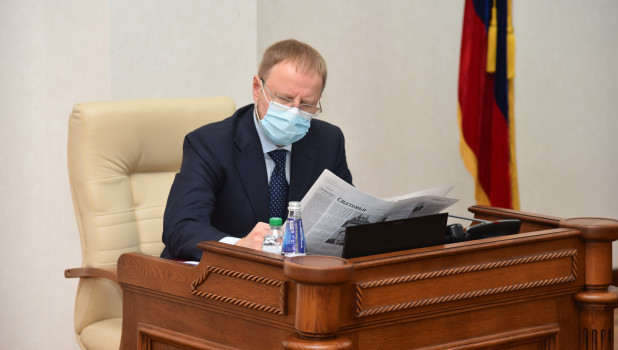 Алтайский губернатор Томенко немного поднялся в рейтинге влияния