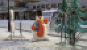 Подготовка к Новому году на улице Мало-Тобольской.