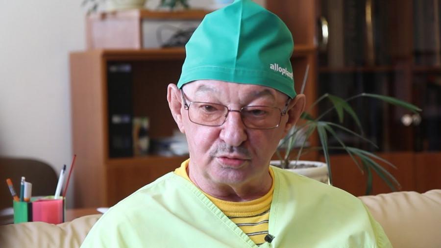 Врач-офтальмолог Эрнст Мулдашев.