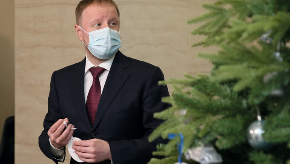 Виктор Томенко и елка.