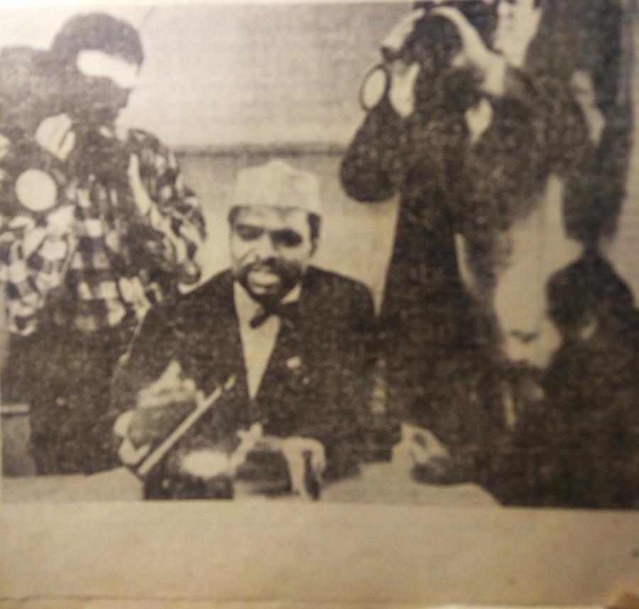 """""""Наследный принц"""" Нигерии Шариф Сикстус Эгбагбе проводит пресс-конференцию в Барнауле."""