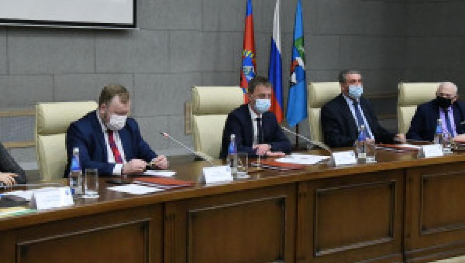В Барнауле администрация города, объединение работодателей и объединение организаций профсоюзов подписали трехстороннее соглашение.