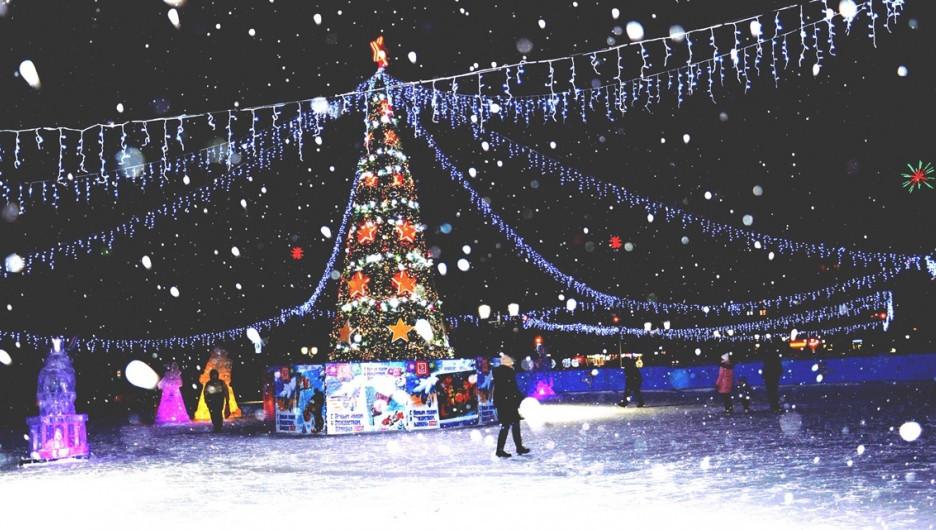 На новогодней площадке Октябрьского района.