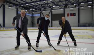 Анатолий Нагорнов сыграл в хоккей с главой Рубцовска.