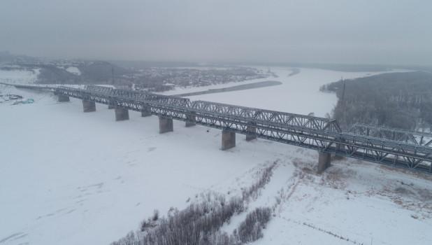 Старый мост зимой.