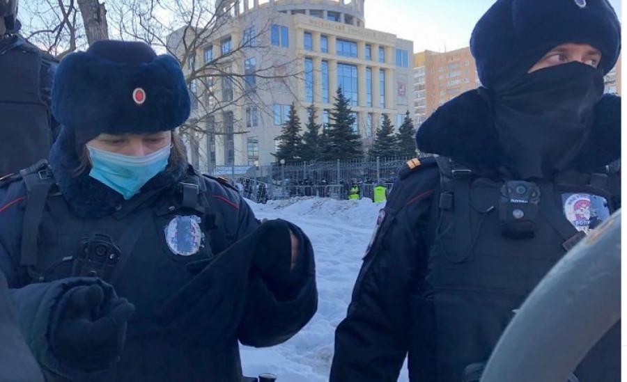 Будет сидеть. Как шел суд над Алексеем Навальным