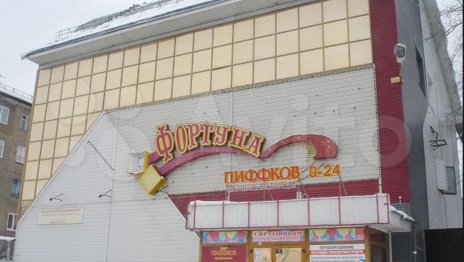 """Здание культурно-развлекательного центра """"Фортуна"""" на ул. Северо-Западная, 155-а."""