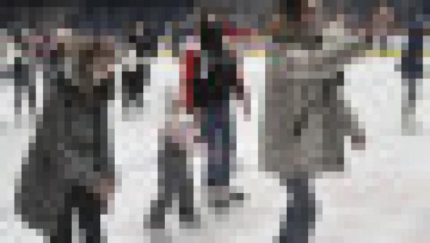 Массовое катание на коньках.