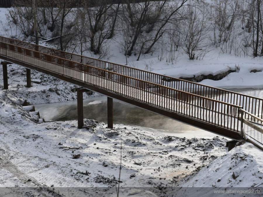 Через Барнаулку в районе ул. Челюскинцев перекинули временный мост.