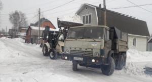 Уборка снега в частном секторе.