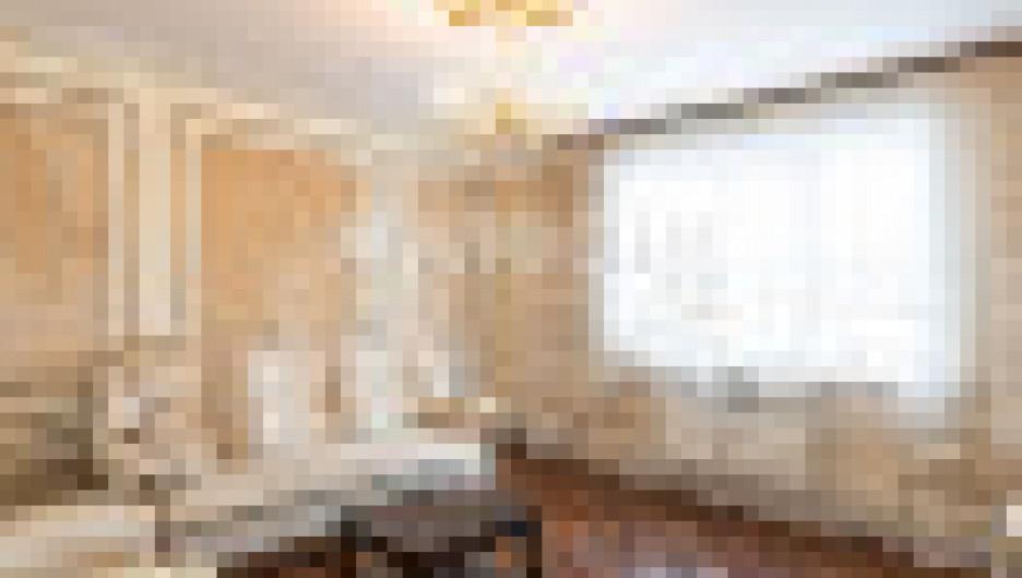 В Барнауле продается квартира в стиле ампир на пр. Строителей, 38.