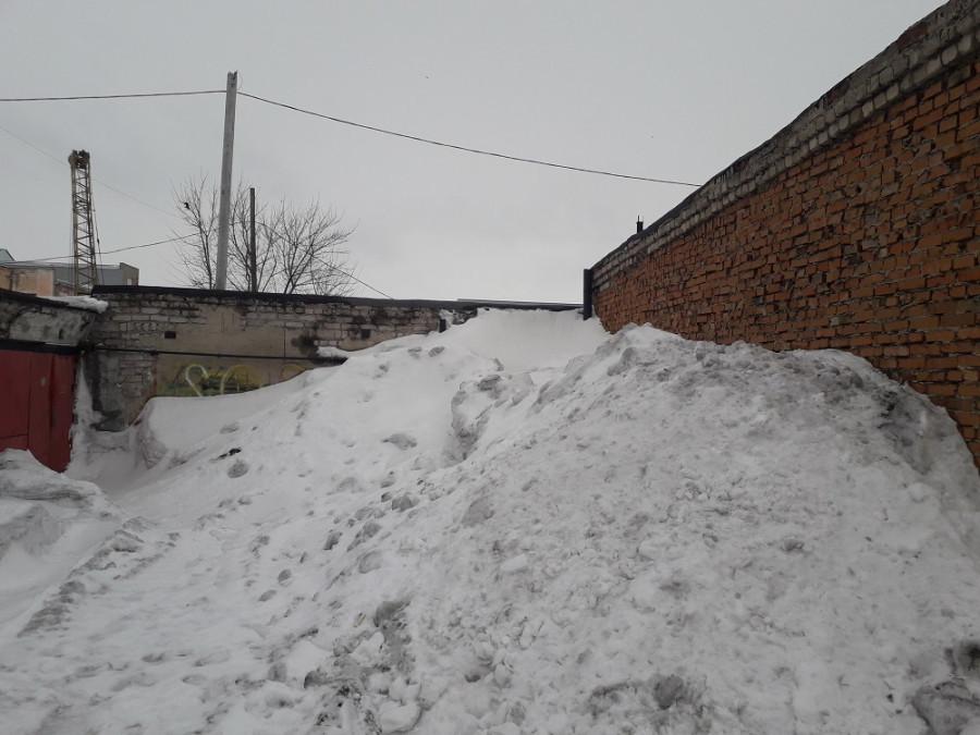 Гора снега.