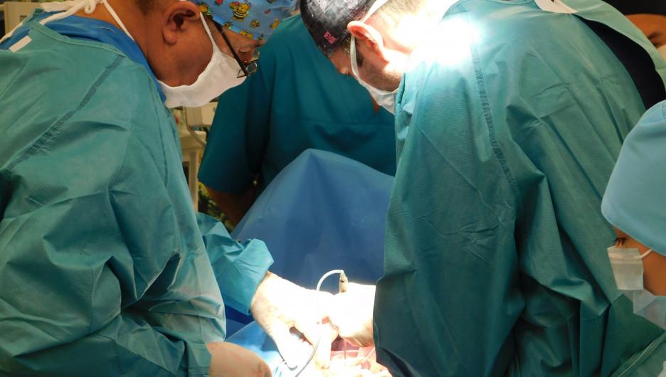 Алтайские онкологи удалили гигантский метастаз из печени.