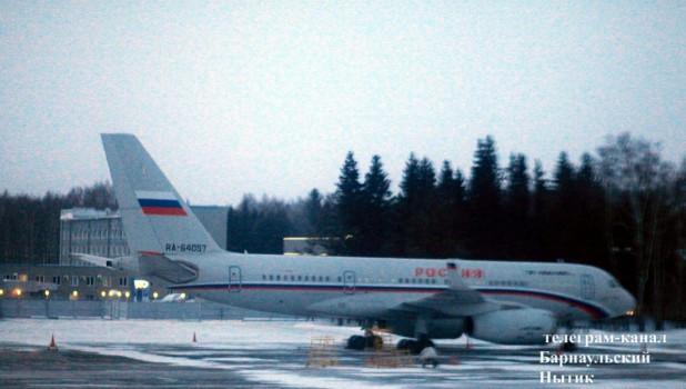 """Правительственный самолет с душевой кабиной и каютой главного пассажира """"засекли"""" в барнаульском аэропорту"""