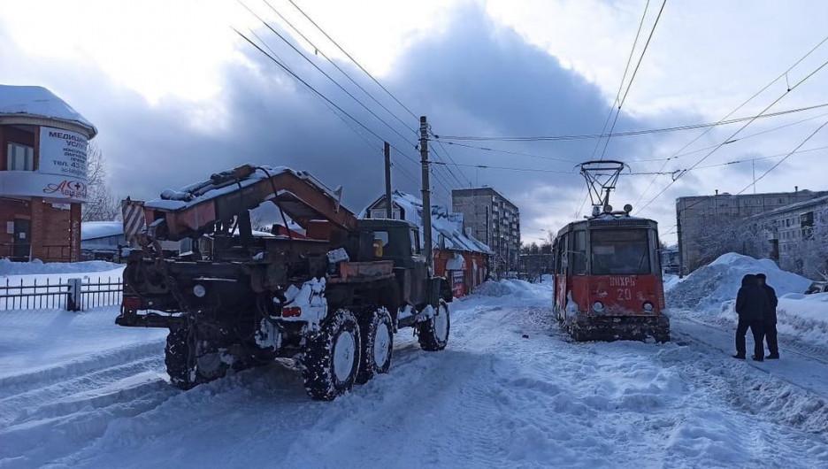 Снежный коллапс в Бийске.