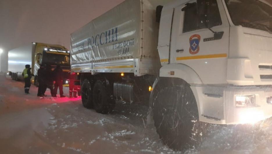 До вечера 2 марта на Алтае планируют расчистить все направления после аномального снегопада