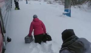 Пассажиры утонули в снегу на Алтае.