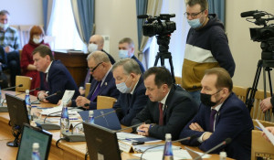 На совещании с сенаторами в Алтайском крае.