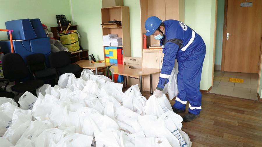 Благотворительная помощь ветеранам предприятия и малообеспеченным семьям Заринска.