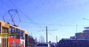 Трамвай поехал без водителя.